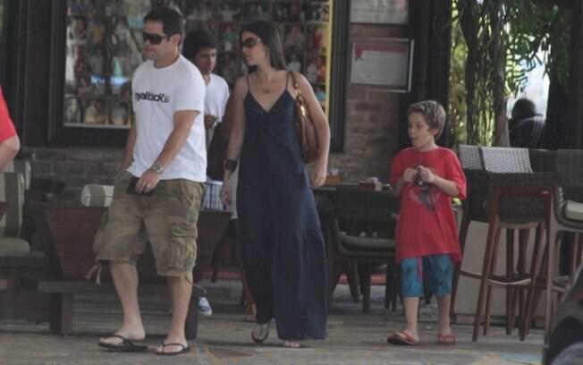Murilo Benício com a namorada e o filho