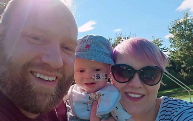 Os pais de Aaron querem fazer o possível para o garotinho de um ano e meio ser feliz em seus últimos meses de vida
