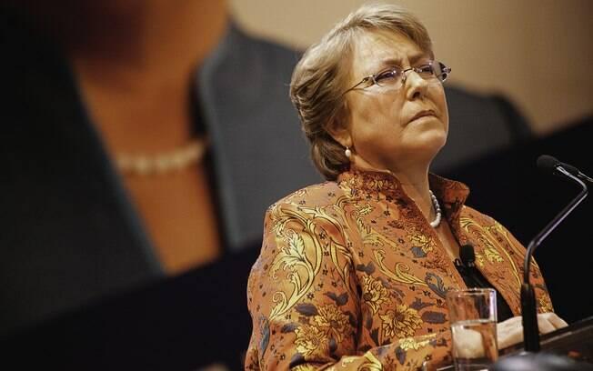 Michelle Bachelet viu sua popularidade encolher quando retornou ao palácio presidencial