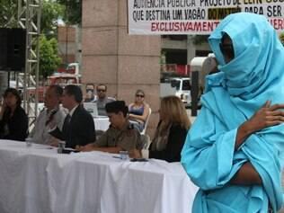 Cidades : Belo Horizonte - MG - Av Andradas - Praca da Estacao . Audiencia publica sobre vagao de mulheres no metro de BH. FOTOS: JOAO GODINHO / O TEMPO / 26.03.2014
