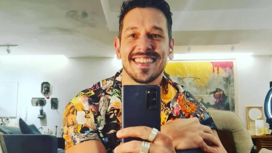 João Vicente atende pedido inusitado de fã