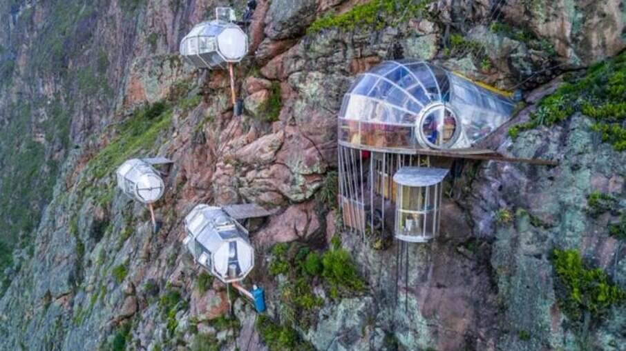Conheça o Skylodge Adventure Suites, hotel que reúne cápsulas de vidro nas montanhas do Vale Sagrado, no Peru
