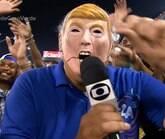 Márcio Canuto usa máscara de Trump e vira meme na web