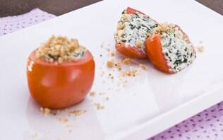 Tomate recheado com ricota e espinafre light