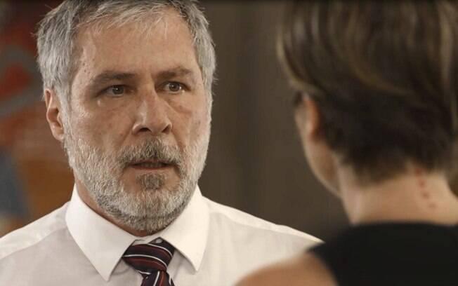Hugo pede para sabotarem o evento de Micaela e depois conta tudo a Helena