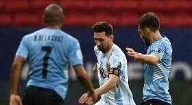 Argentina bate Uruguai por 1 a 0 e conquista primeira vitória; veja o gol