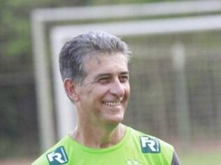 Mineiro Ricardo Drubscky poderá contar com o zagueiro Jackson, mas perdeu Léo Veloso
