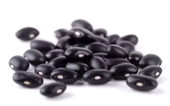 Feijão: rico em fibras solúveis, adicioná-lo à dieta proporciona reduções significativas do colesterol total e do LDL. Foto: Getty Images