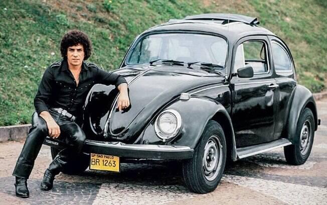 Simplesmente um clássico entre os carros famosos, com o Almir, um galã dos anos 80 com blackpower e calças de couro