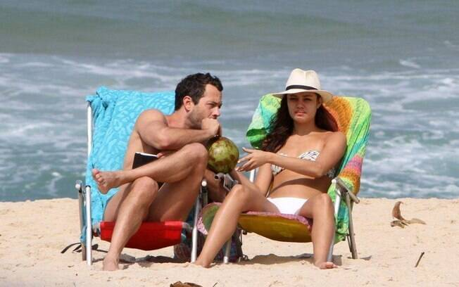 Malvino Salvador e Sophie Charlotte: sol e água fresca em folga das gravações