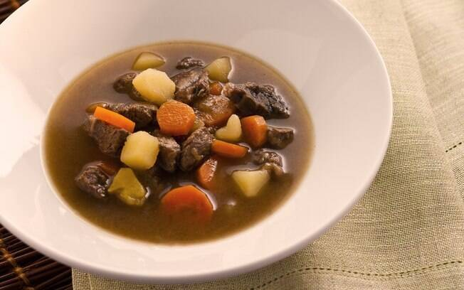 Sopa de músculo com legumes