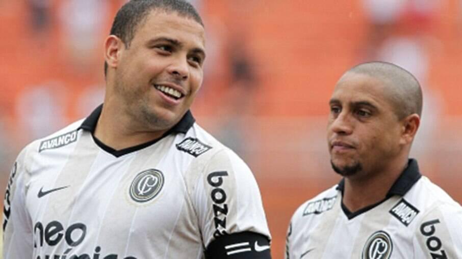 Ronaldo e Roberto Carlos atuaram juntos no Corinthians em 2009