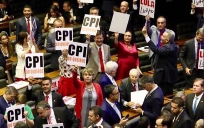Deputados pedem por Lula Livre e investigação do Caso Queiroz