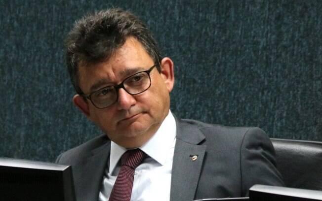 José Adonis Callou de Araújo Sá