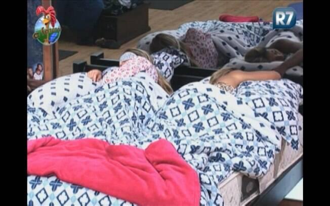 Joana e Valesca pegam no sono rapidinho