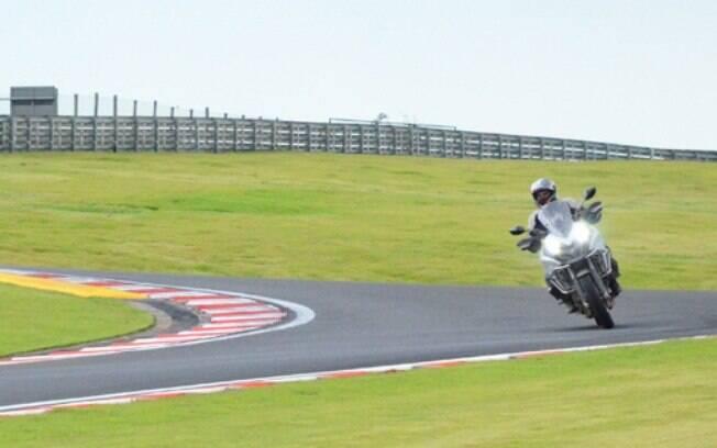 O uso predominante do Michelin Anakee Adventure é o asfalto