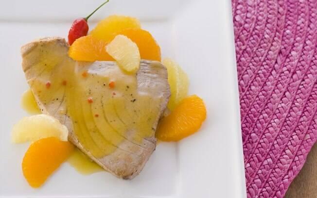 Atum grelhado com molho cítrico de bergamota e pimenta
