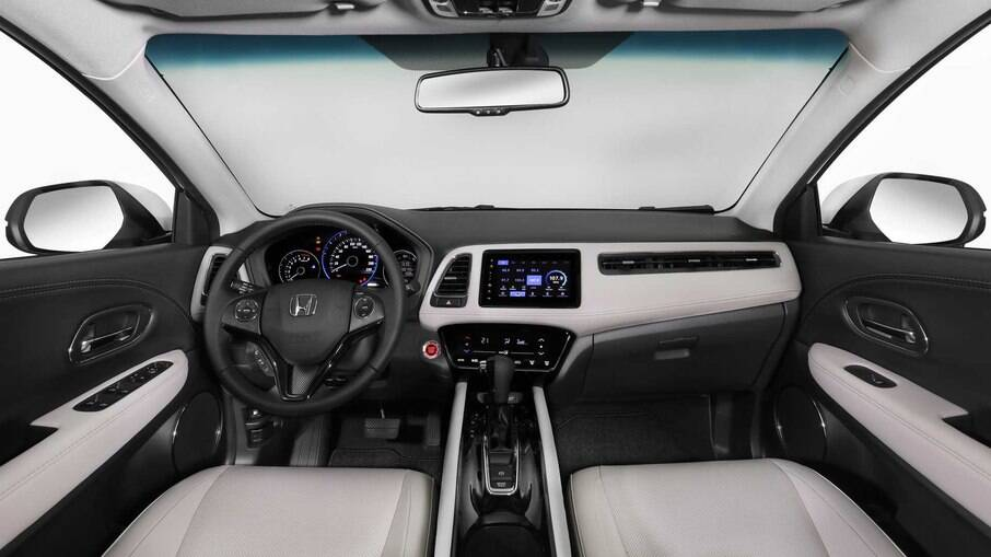 Honda HR-V Touring vem com revestimento de couro claro que contrasta com partes escuras no interior