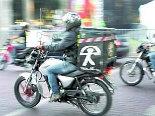 Lei.   Quem trabalha com motocicleta tem que receber agora adicional de periculosidade de 30%