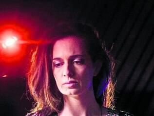 Letícia presta uma homenagem à cantora Linda Batista