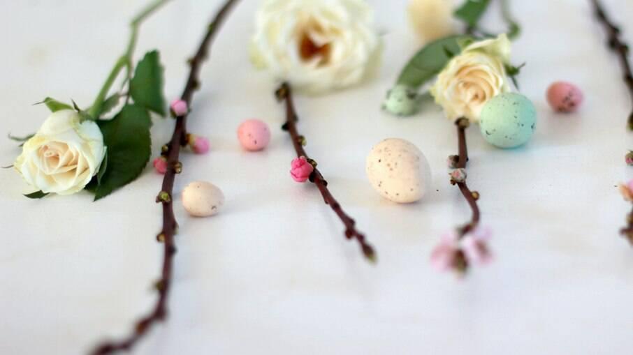 Flores e ovos simbolizam o começo da primavera
