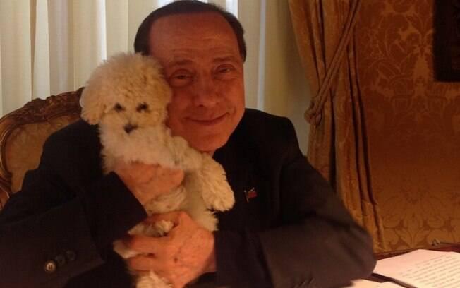 Enquanto Donald Trump é o 'senhor Twitter', Silvio Berlusconi se diverte no Instagram, publicando várias fotos