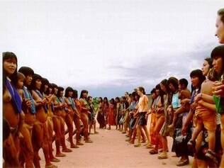 Encontro de mulheres no Xingu onde especialistas levaram informações sobre DSTs e câncer de colo do útero
