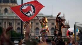 Milhares de antifascistas cantam Bella Ciao em Roma
