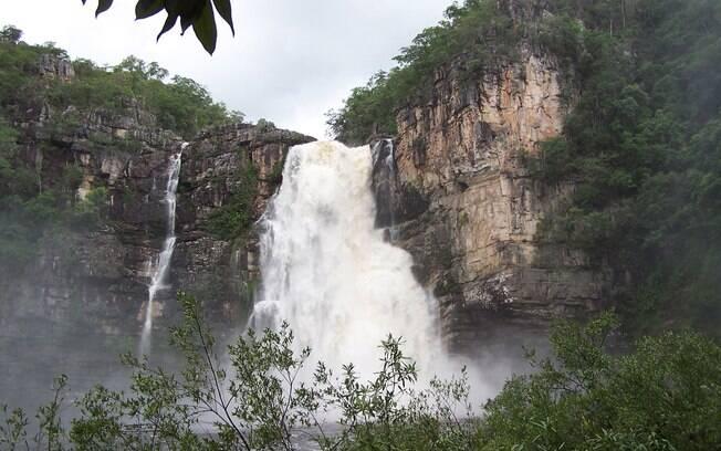 Cachoeira Almécegas I, na Chapada dos Veadeiros, é muito procurada por praticantes de rapel
