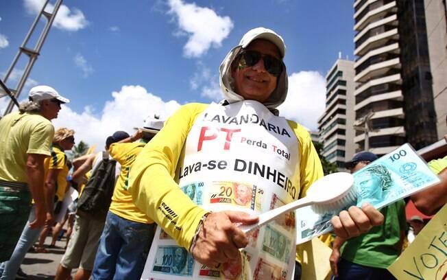 Manifestações nas ruas do Recife pedem impeachment da presidente Dilma Rousseff. Foto: Rodrigo Lôbo / Fotos Públicas