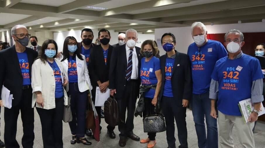 Diretores e presidente da Fnae visitaram senadores em busca de apoio ao PDL 342