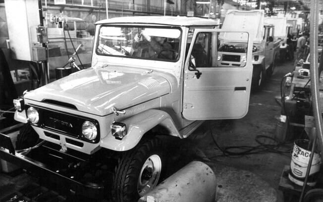 """Durante muitos anos, esse """"jipe"""" da Toyota foi a cara da marca no Brasil, construindo uma imagem de durabilidade"""