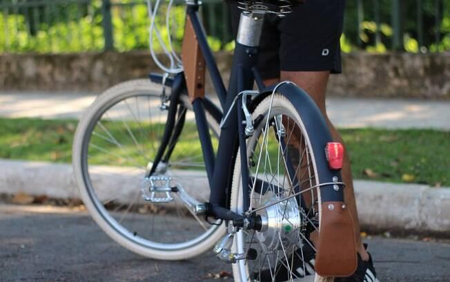 Detalhes do design da Vela 2, que remete às bicicletas da década de 40, com estilo retrô, mas que agrada e com funcionalidade
