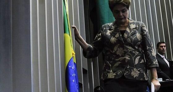 Dilma perde mandato, mas mantém direitos