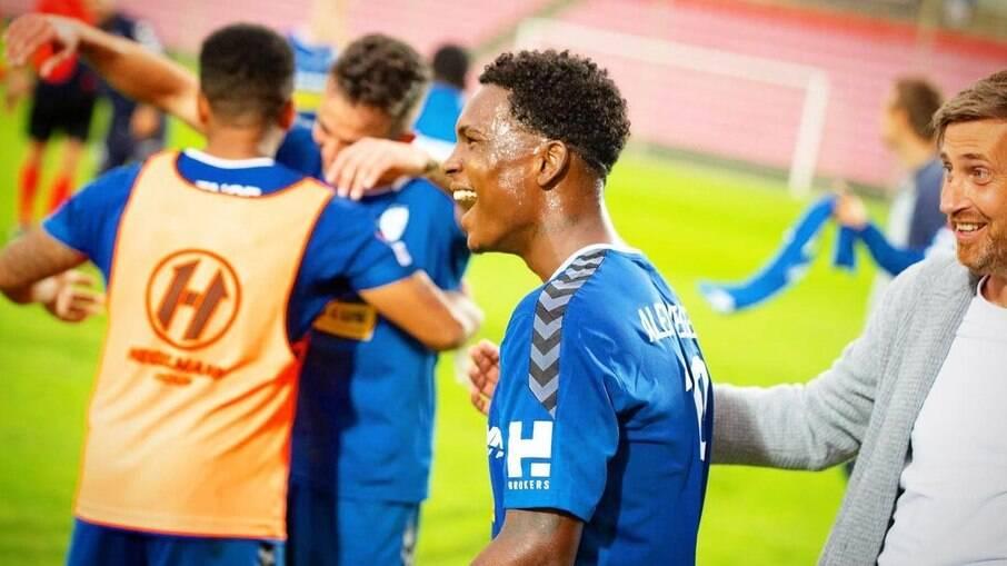 Alex Negueba é jogador do FC Hegelmann, da Lituânia