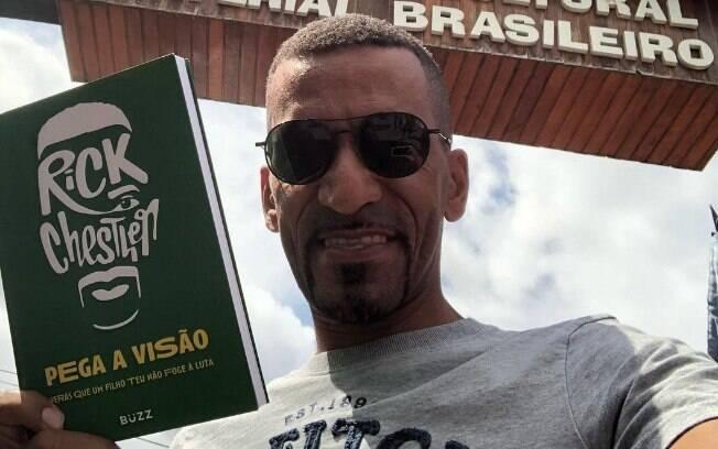 Garoto-propaganda do Santander escreveu livro com estratégias de empreendedorismo