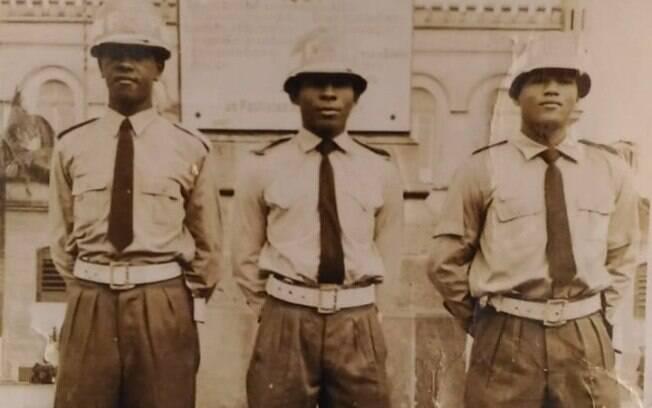 soldados da Força Pública: Luiz Raimundo da Silva (esq., RE: 25.281), Délson José Antônio (centro, RE: 25.257) e EDUARDO CUSTÓDIO DE SOUZA (dir., RE: 25.261)