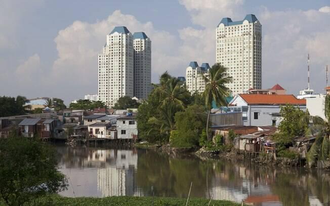 Viajantes vão ao Vietnã em busca de cultura milenar, preços baixos e modernidade ascedente