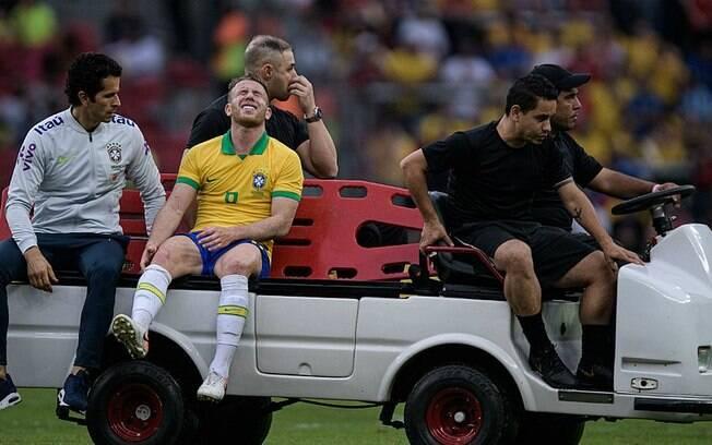 O meio-campista Arthur está afastado dos treinos da seleção brasileira por se lesionar em amistoso
