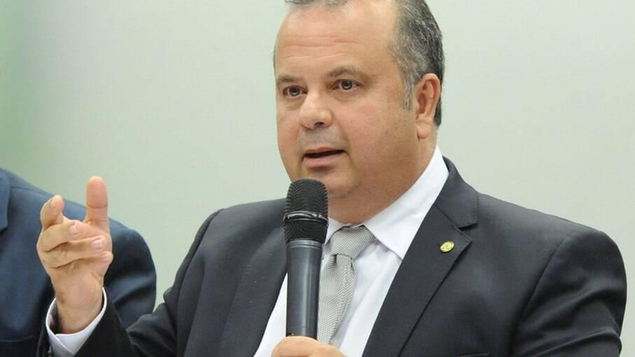Ministro do Desenvolvimento é internado e passa por cirurgia no coração |  Política | iG