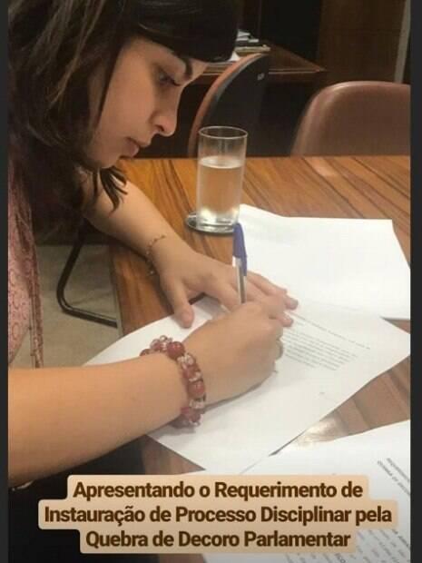 Tabata Amaral assina requerimento de representação de quebra de decoro parlamentar, em decorrência do caso