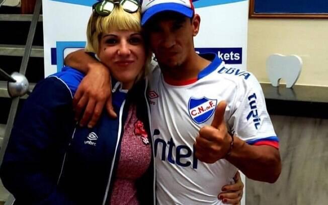 Torcedor do Nacional, Federico González, foi com a namorada para colocar a prótese dentária