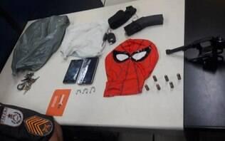 Trio do 'Homem-Aranha' é preso após invadir propriedade e fazer idoso refém
