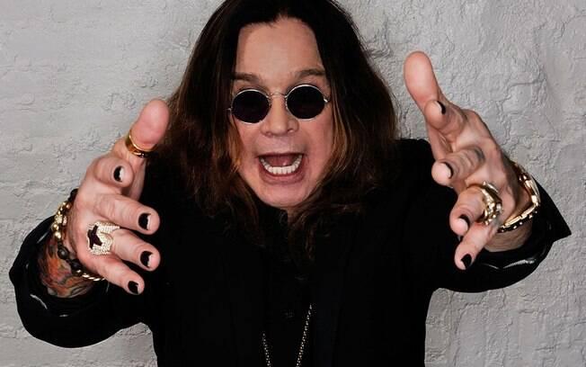 Ozzy Osbourne, vocalista da banda Black Sabbath, precisou ser internado incontáveis vezes por causa dos vícios