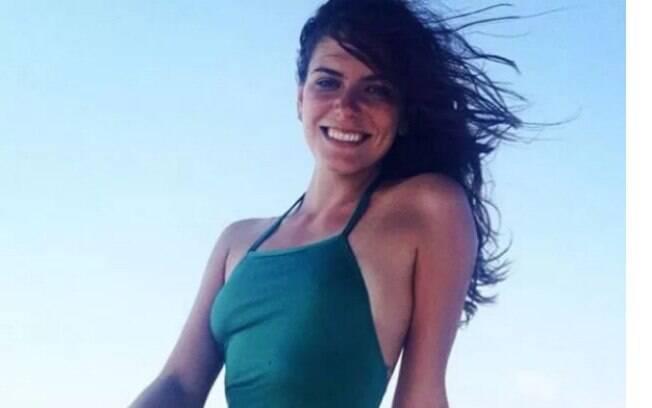 Mariana Goldfarb aparece sorridente em foto de biquíni