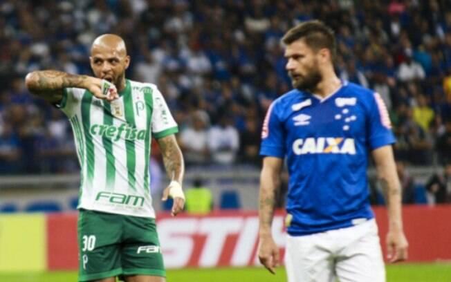 Felipe Melo em ação contra o Cruzeiro, no Mineirão. Palmeiras só empatou e foi eliminado da Copa do Brasil