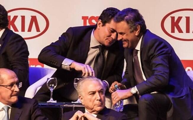 Em imagem polêmica, o presidente Michel Temer (PMDB) aparece sentado em uma poltrona em frente a Sérgio Moro e Aécio Neves (PSDB) em evento