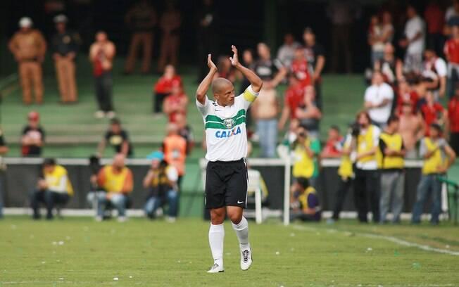 O veterano meia Alex é o condutor do Coritiba  no Brasileiro