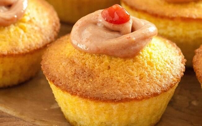 Foto da receita Cupcake de milho com cobertura de creme de goiabada pronta.