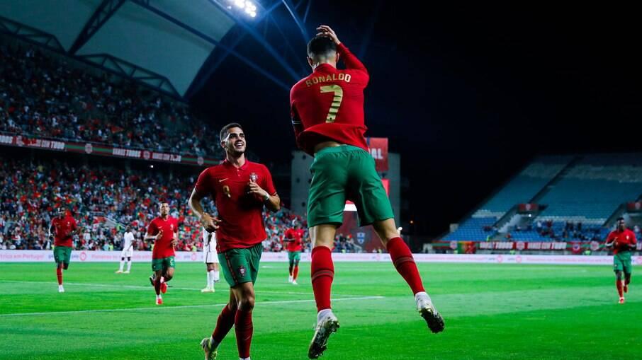 Cristiano Ronaldo estará em campo contra Luxemburgo nesta terça